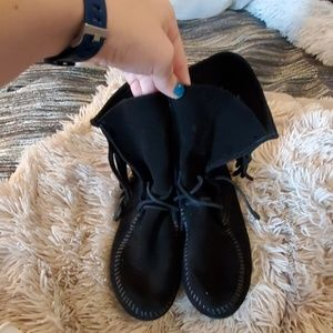 Super cute Minnetonka fringe booties size 8